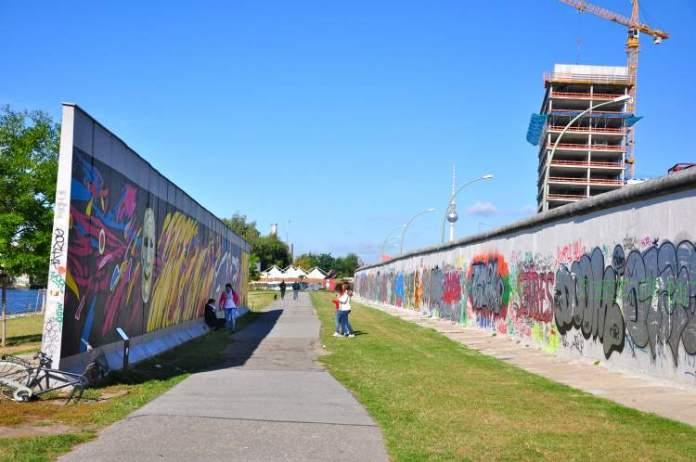 Conhecer o Muro de Berlim é uma das dicas para quem vai viajar a Berlim