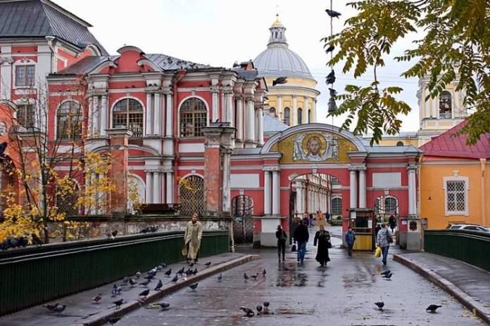 Monastério Alexander Nevsky é uma das atrações gratuitas em São Petersburgo