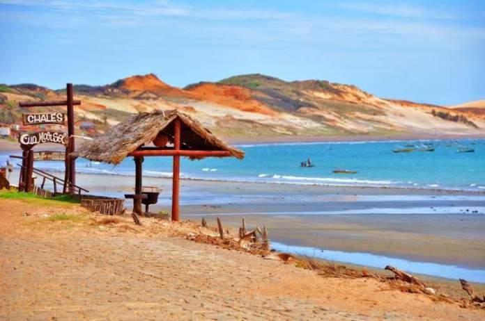 Praia da Redonda é um dos lugares lindos no Ceará