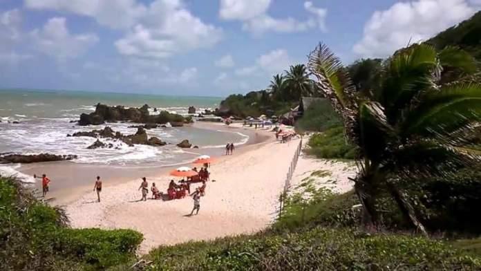 Praia de Tambaba é um dos destinos Pouco Conhecidos no Brasil