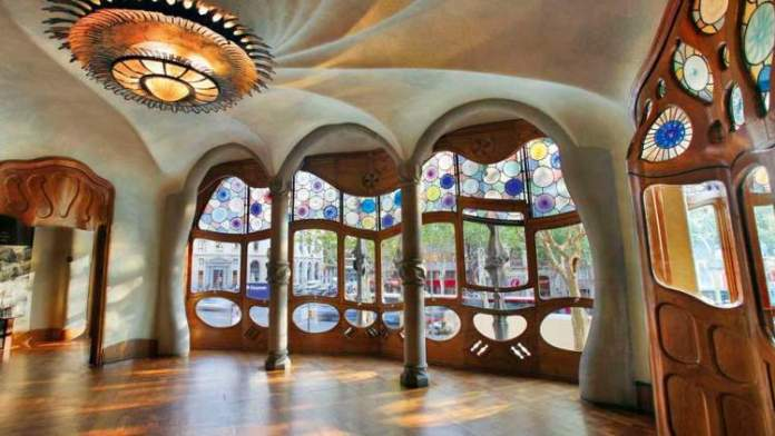 Visitar a Casa Batlló é uma das dicas para quem vai viajar a Barcelona