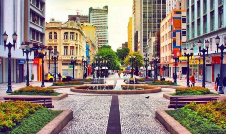 Curitiba é um dos Melhores Destinos Para Viajar Sozinho no Brasil