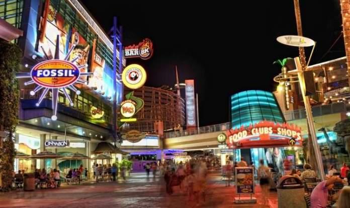Ir no CityWalk é uma das ideias do que fazer em Orlando