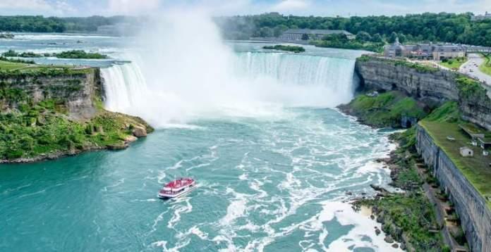 Niagara Falls é um dos lugares impressionantes no Canadá