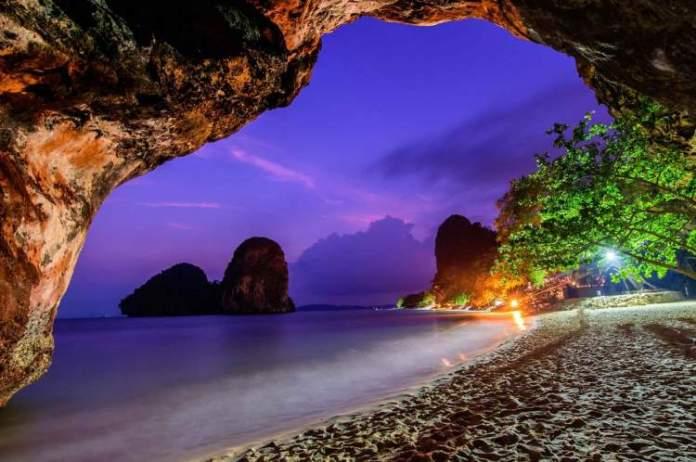 Caverna em Railay Beach na Tailândia
