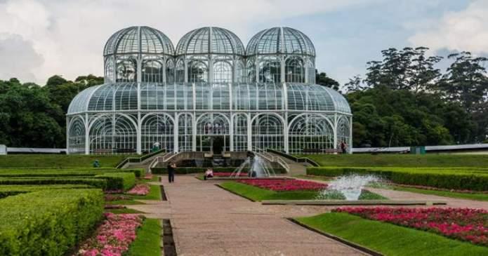Curitiba é um dos destinos no Brasil baratos para viajar nas férias