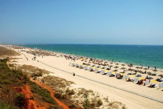 Praia da Rocha é uma das melhores praias do Algarve em Portugal
