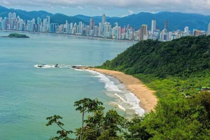Balneário Camboriú é uma das melhores praias para lua de mel no Brasil