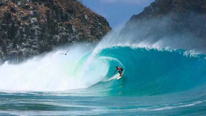 Melhor época de ir para Fernando de Noronha surf