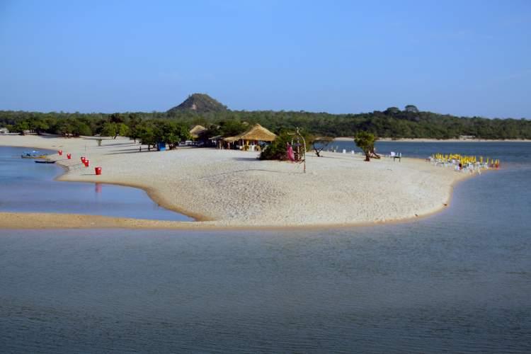 Praia de Alter do Chão em Santarém é uma das praias brasileiras que valem a pena visitar