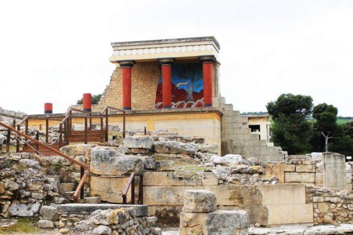 Antigas muralhas de Knossos