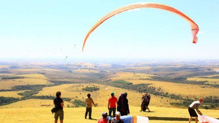 Pratica de voo livre em Araxá MG