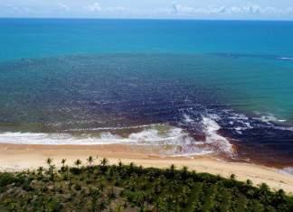 Encontro do rio com o mar em Caraíva - BA