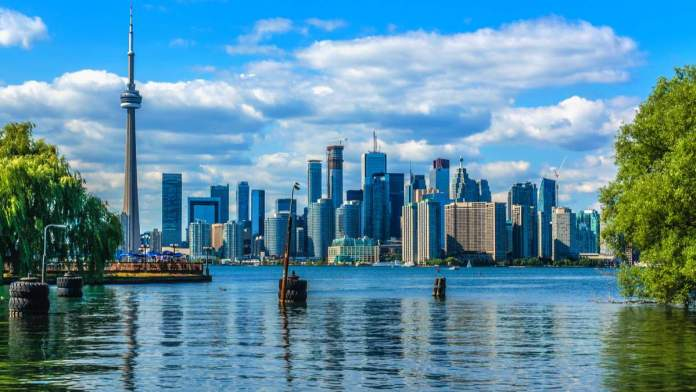 Toronto no Canadá é um dos destinos baratos para viajar em abril de 2020 no exterior