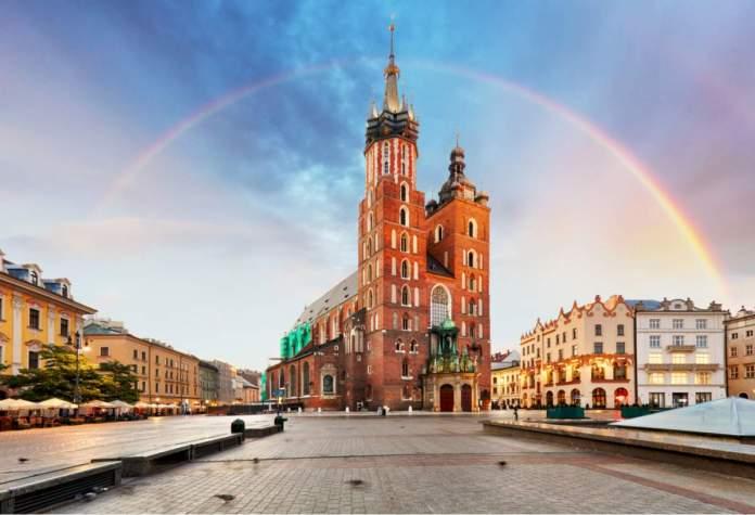 Basílica de Santa Maria na praça principal de Cracóvia - Polônia