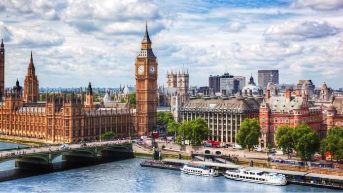 Big Ben, ponte de Westminster no rio Tamisa em Londres - Inglaterra