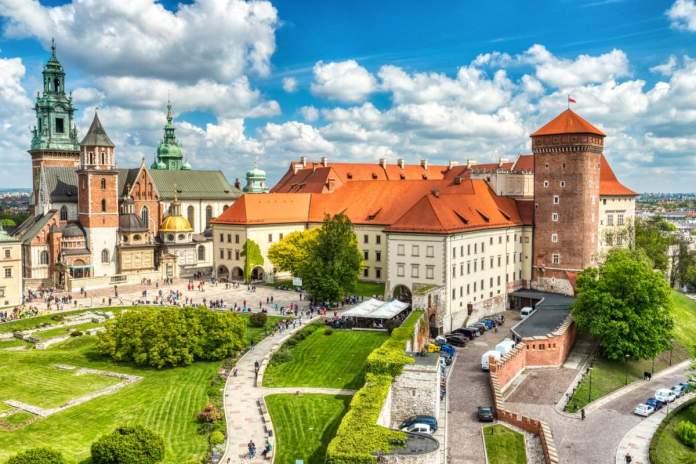 Catedral de Wawel, junto ao Castelo Wawel durante o dia, Cracóvia, Polônia