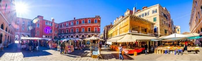 Mercado di Rialto em Veneza, Itália.