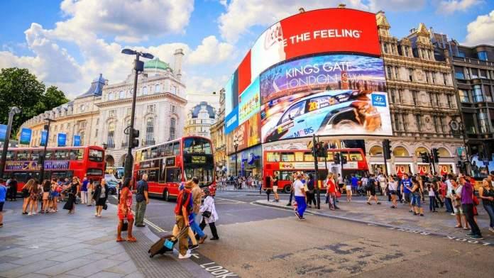 Piccadilly Circus é um dos pontos turísticos para visitar em Londres