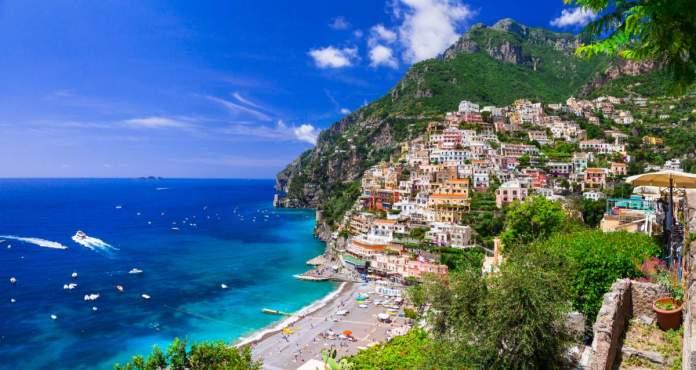 Positano, bela cidade costeira da Itália na costa de Amalfi