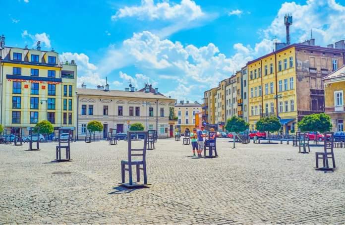 Praça dos Heróis do Ghetto - Cadeiras Vazias simbolizando as vítimas judias da Segunda Guerra Mundial em Cracóvia - Polônia