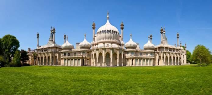 Vista panorâmica do Pavilhão Real em Brighton, Inglaterra.