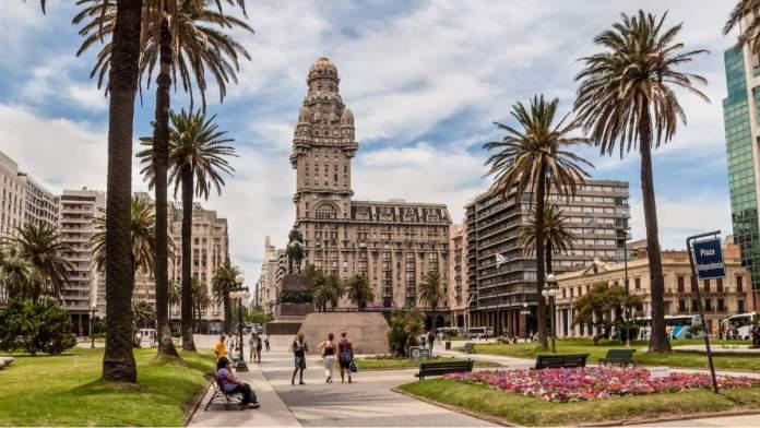 Montevidéu é um dos destinos baratos para viajar em agosto de 2020