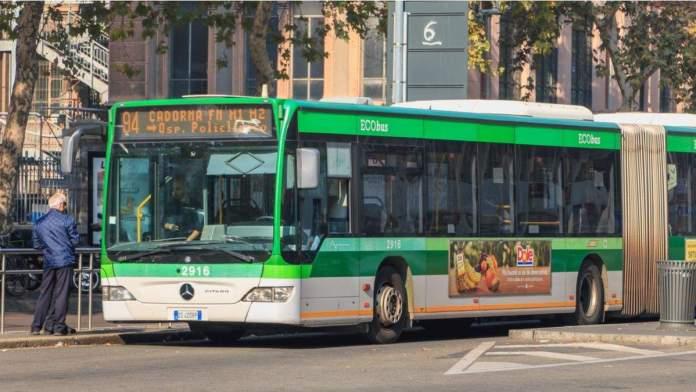 Ônibus em Milão, Itália
