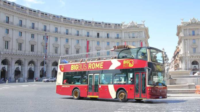 Ônibus turístico, Bigbus, em Roma - Itália