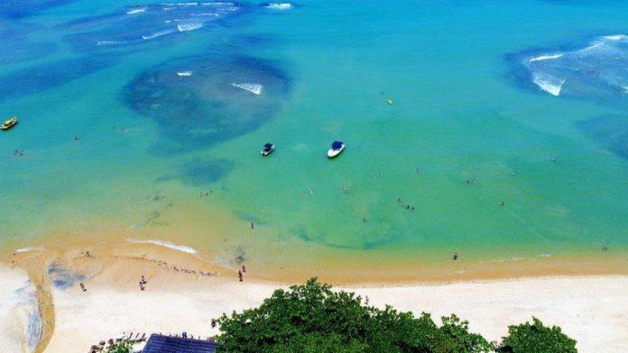 Praia do Espelho em Trancoso, Bahia é uma das mais belas praias do Brasil