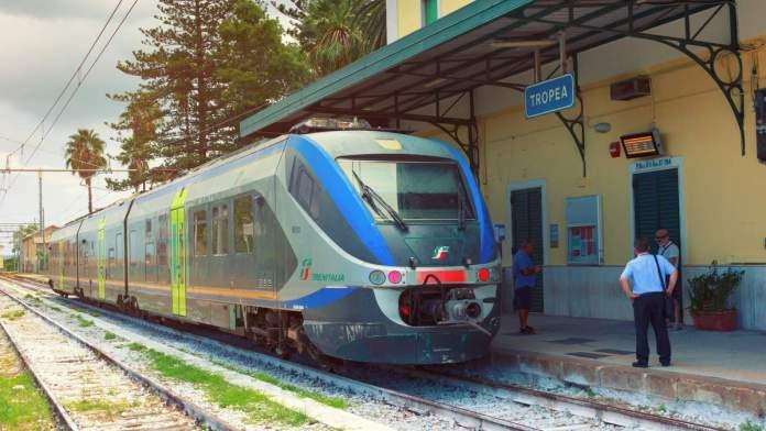 Estação da cidade de Tropea, na região sul de Itália.