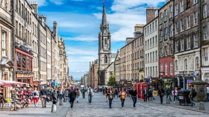 Royal Mile é uma das principais atrações turísticas e uma das ruas mais emblemáticas de Edimburgo, Escócia.