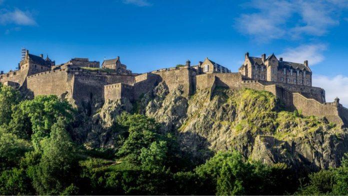 Imagem panorâmica do Castelo de Edimburgo