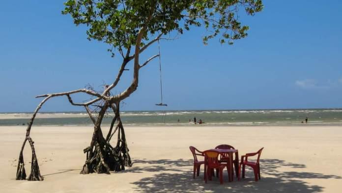 Bela paisagem natural na praia de Barra Velha, Cidade de Soure, Ilha Marajó, Estado do Pará.