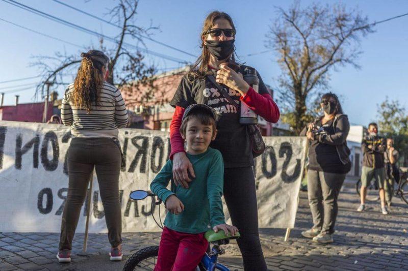 Marcha en el barrio Capurro , hasta el ex centro clandestino de detención y tortura Base Marta.