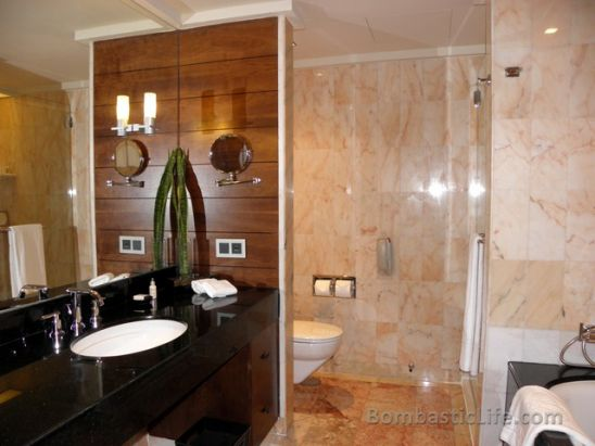 Bathroom Of A City Suite At Mandarin Oriental Hotel Singapore