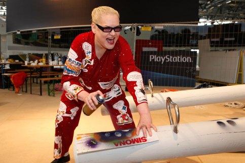 Hella von Sinnen & Helge Steinmann /Bomber for SONY PlayStation @ Graffiti Workshop GamesCom Köln 2009