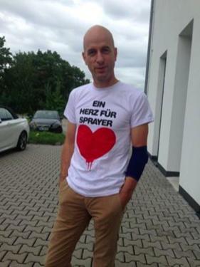»Ein Herz für Sprayer« shirt. Bomber wear.