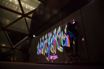 creating the Lichtfaktor Style Winter Lights Luma Paint Light Graffiti @ canary wharf, London 2018
