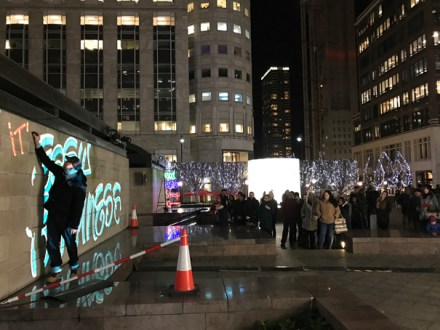 Luma Paint Public Light Graffiti as Lightpainting, London Winter Lights, Canary Wharf, 2017