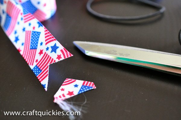 Trimming ribbon for firecracker bows