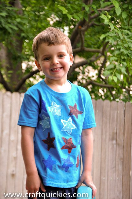Sponge Painting shirts with kids is a great way to express creativity and beat boredom!