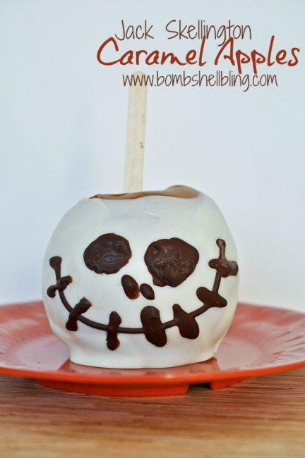 Love this Disneyland inspired Jack Skellington Caramel Apple!