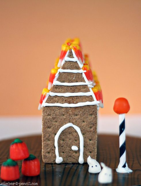 *haunted-gingerbread-house-3