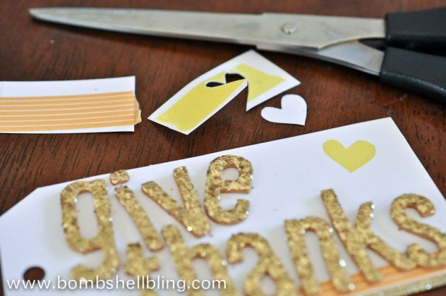 Make a fun Give Thanks frame using washi tape! Simple DIY craft for Thanksgiving!