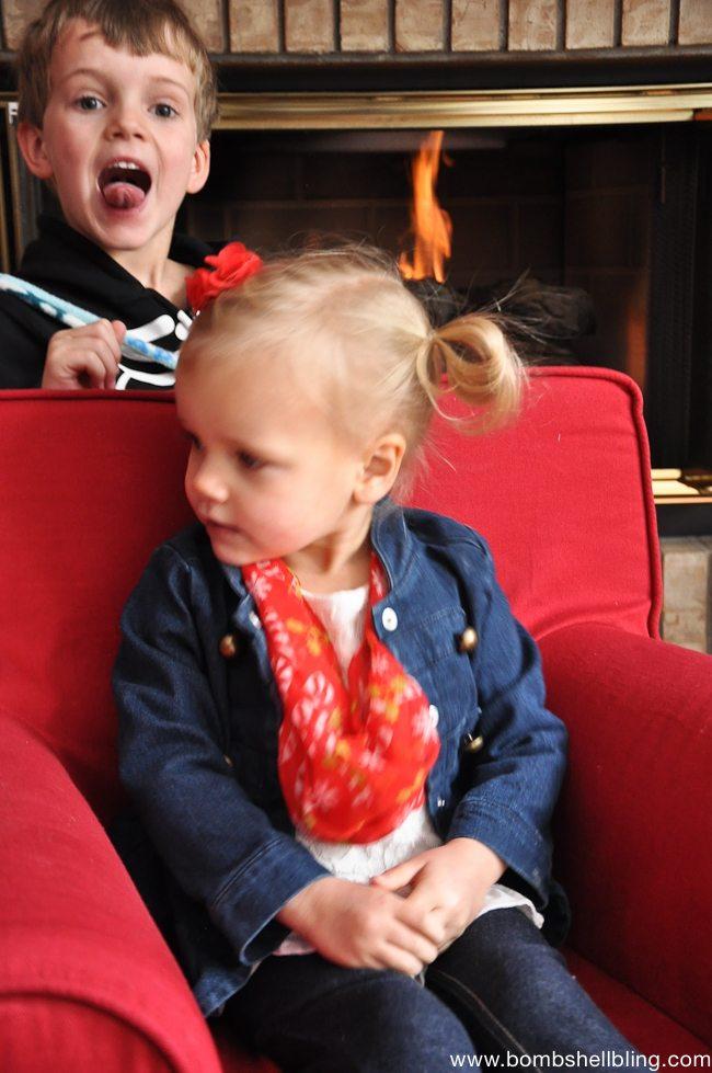 Toddler Christmas Infinity Scarf Tutorial-3