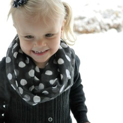 Five Minute Toddler Infinity Scarf Tutorial