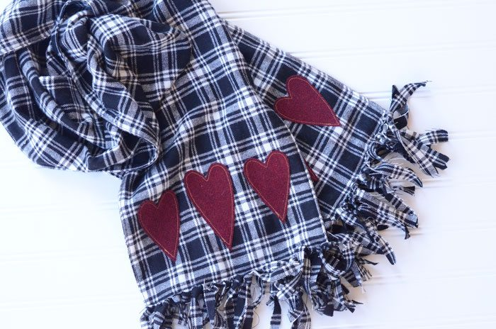 This tutorial will teach you how to make this adorable fringed heart flannel scarf. Beat the winter cold while still looking fashionable!