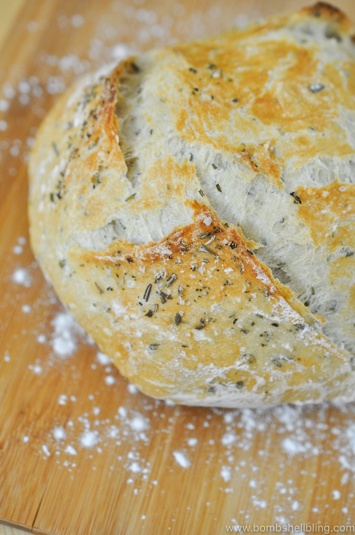 This no-knead rosemary artisan bread recipe is perfect for a dinner or even where you want to impress! It is simple to make and a joy to eat!