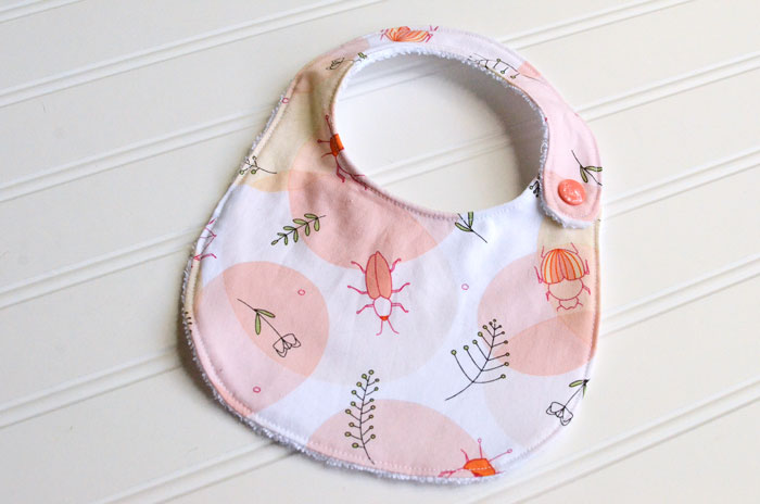 This baby girl bib and skirt set sewing tutorial is a perfect baby gift for a new little one!  Whip one up with these step-by-step instructions.